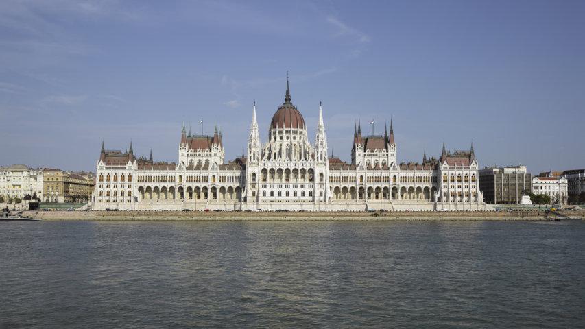 photo-1-hun-2015-budapest-hungarian_parliament_budapest_2015-01-fileminimizer