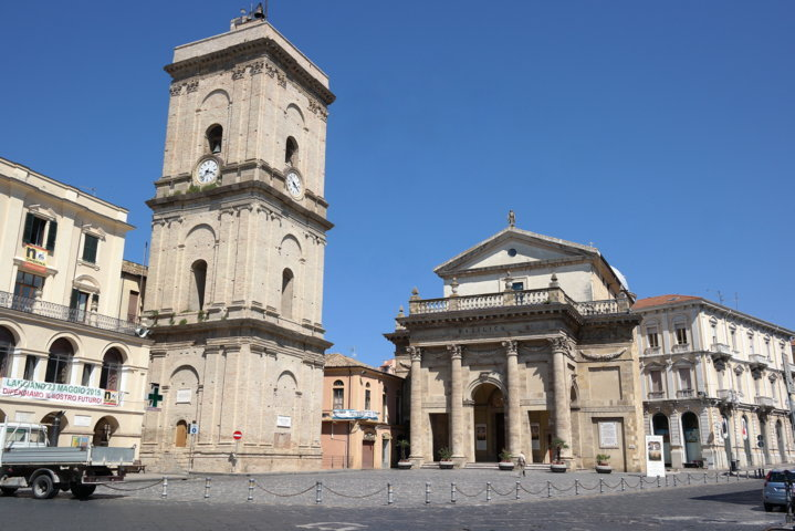 photo-1-lanciano_-_cattedrale_della_madonna_del_ponte-fileminimizer