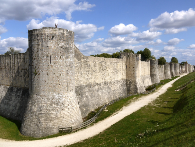 photo-1-medieval_fortifications_of_provins_p1120605-fileminimizer