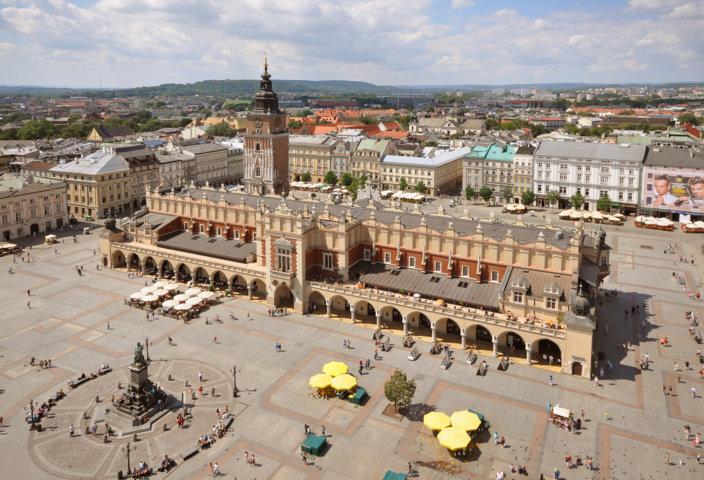 photo-1-sukiennice_and_main_market_square_krakow_poland-fileminimizer