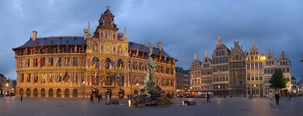 photo-1-grote_markt_at_night_antwerpen-fileminimizer