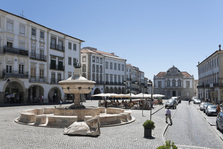 photo-2-evora_-_praca_do_giraldo-fileminimizer