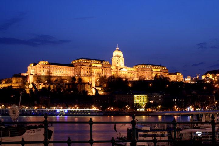 photo-2-budapest_castle_night_5-fileminimizer
