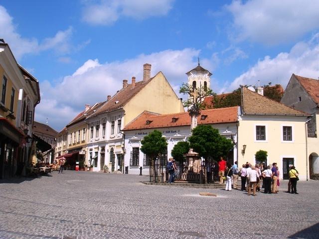 photo-2-the_main_square_szentendre_hungary-fileminimizer