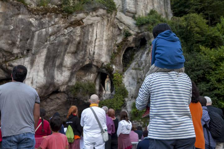 PHOTO 3-grotto of the apparitions. Grotte 2014 -® P. Vincent www.lourdes.photo (FILEminimizer)