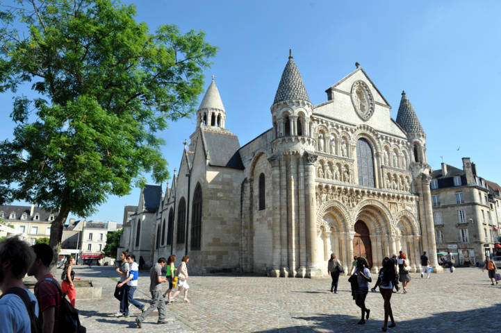 photo-3-glise-nd-la-grande-daniel-proux-ville-de-poitiers-fileminimizer