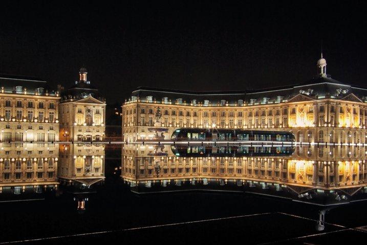 photo-3-bordeaux_place_de_la_bourse_with_tram-fileminimizer