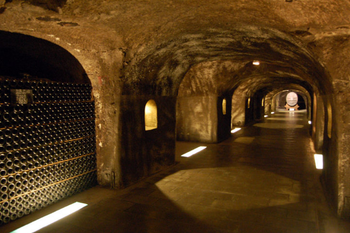 photo-3-epernay_champagne_moet_chandon_cave-fileminimizer