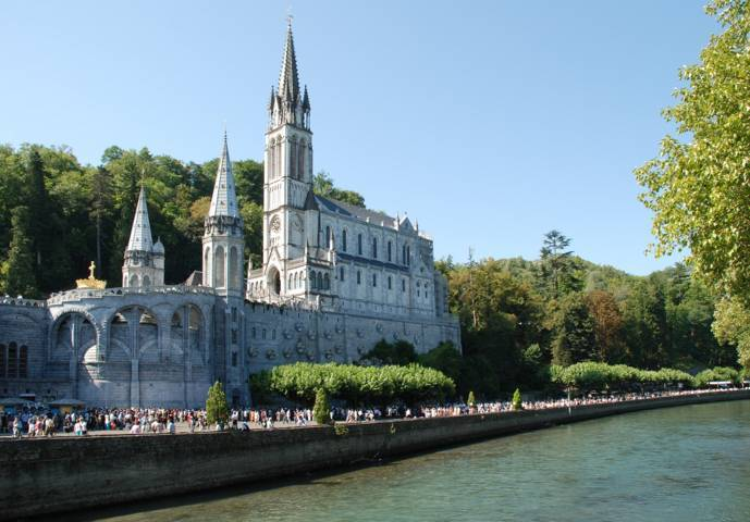 PHOTO 3. Lourdes_Basilique_et_gave (FILEminimizer)