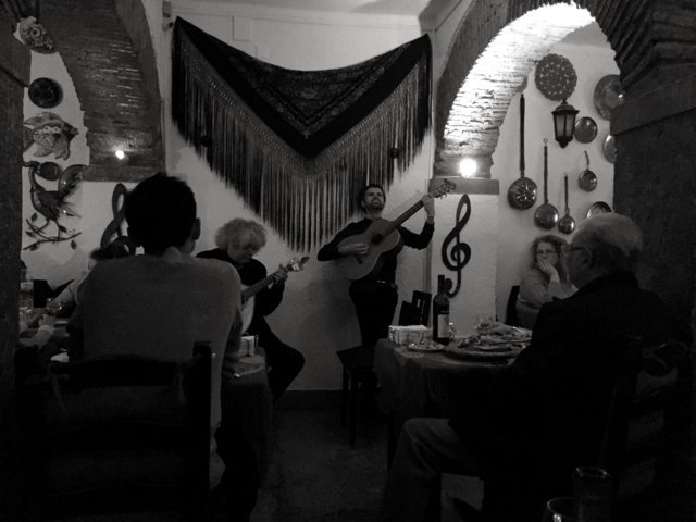 photo-3-fado_in_alfama_lissabon_2016_25621982244-fileminimizer