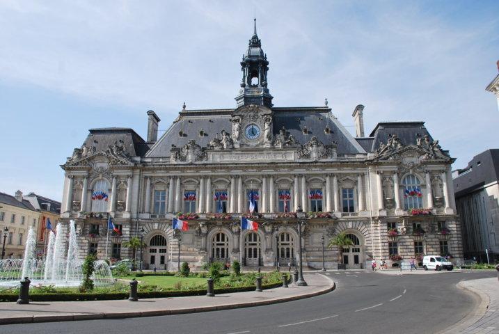 photo-3nd_hotel_de_ville_de_tours-fileminimizer